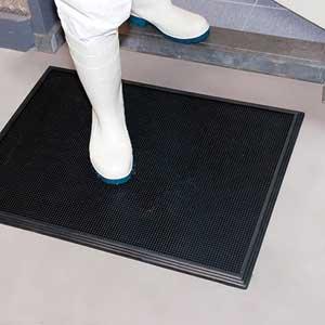 "NoTrax® Black Rubber Disinfectant Mat 346 Sani-Trax® 24"" x 32""NoTrax® Black Rubber Disinfectant Mat 346 Sani-Trax® 24"""